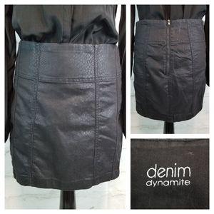 Dynamite Denim 28 Black Snakeskin Print Mini Skirt